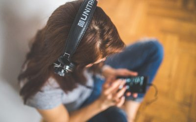 Taking Care of Your Ears: Headphones or Earbuds?